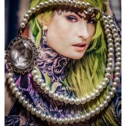 Collier perles crème argenté cabochon Alice aux pays des merveilles De l'autre côté du miroir ♠Alice♠
