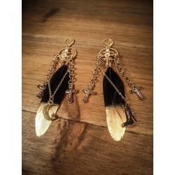 Boucles d'oreilles dorées Plumes croix Black Queen Gina