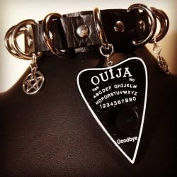 Collier cuir noir anneaux vegan 666 Ouija Viktoria 666