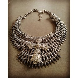 Collier spikes argenté Crucifix