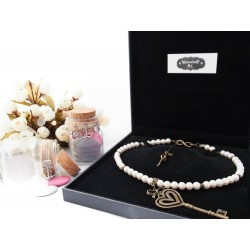 """Collier perles crème couleur bronze grande clef Couronne """"Charlotte"""""""
