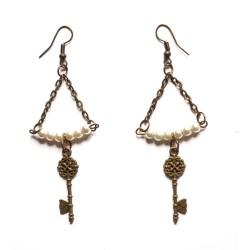 """Boucles d'oreilles couleur bronze perles et plumes """"Pearl & Key"""""""