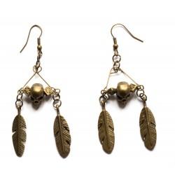 """Boucles d'oreilles couleur bronze tête de mort et plumes """"Gothic 2"""""""