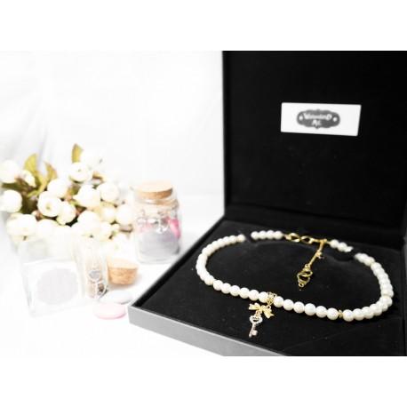 """Collier perles crème couleur doré clef strass, paire de menottes, et étoile noire """"Lydie 2"""""""