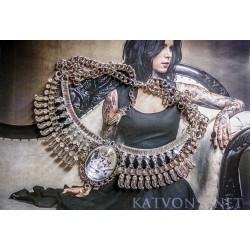 Collier plastron argenté camée de l'autre côté du miroir alice au pays des merveilles ♰Le Lapin Blanc♰