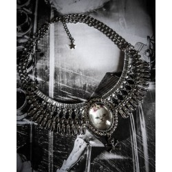 Collier plastron argenté camée chat couronne steampunk ♰ Queen Kitty ♰