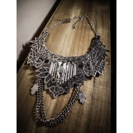 Collier plastron dentelle argenté Les 7 péchés capitaux ♰ Luxure ♰