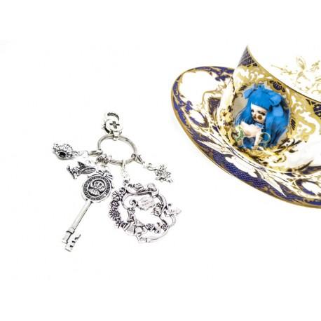 """Bijoux de sac porte clefs argenté """"Alice aux pays des merveilles"""""""