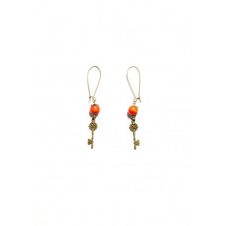 Boucles d'oreilles perle rouge bronze clef alice aux pays des merveilles