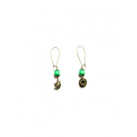 Boucles d'oreilles perle verte bronze breloques alice aux pays des merveilles