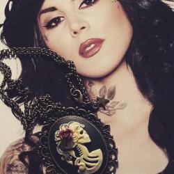 """Collier bronze camée femme Mexican Sugar Skulls calavera gypsy bohème """"Skulls & Roses"""""""