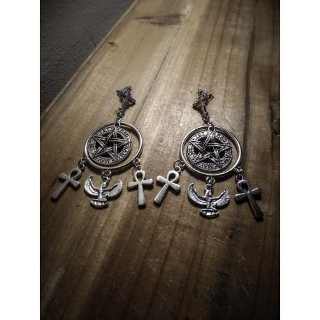 Boucles d'oreilles argentées goth croix 666 Chandelier 666