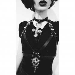 Harnais cuir vegan 666 Satanic Cleopatra 666